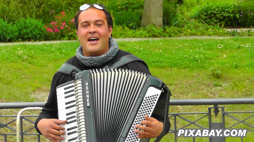 Preview 2015 10 25   jaroslaw kaczynski spiewa po wygranej o