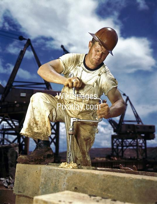 Preview 2016 07 18   macierewicz   praca na budowie o